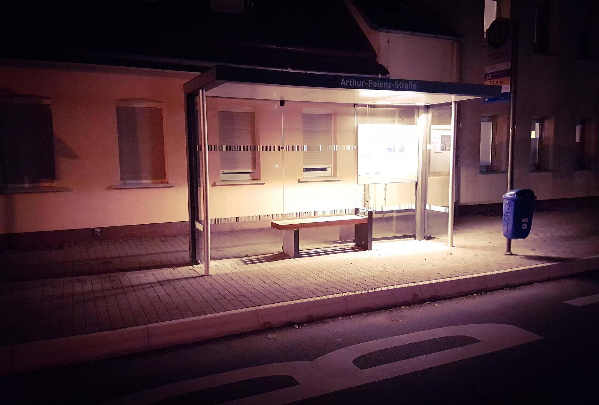 Neue Wartehäuschen für Leipzigs Straßenbahn- und Bushaltestellen – auch Holzhausen